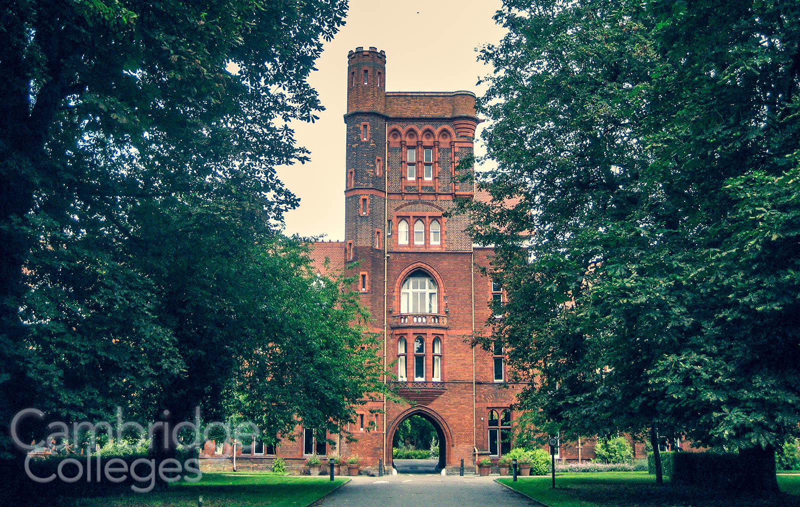 The main entrance to Girton College, viewed from Huntingdon road