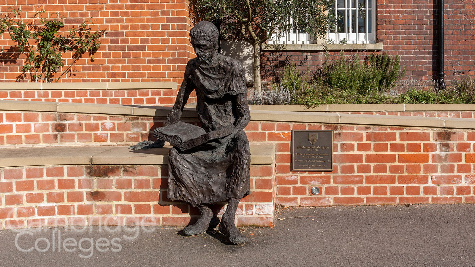 Statue of St Edmund at St Edmund's college, Cambridge